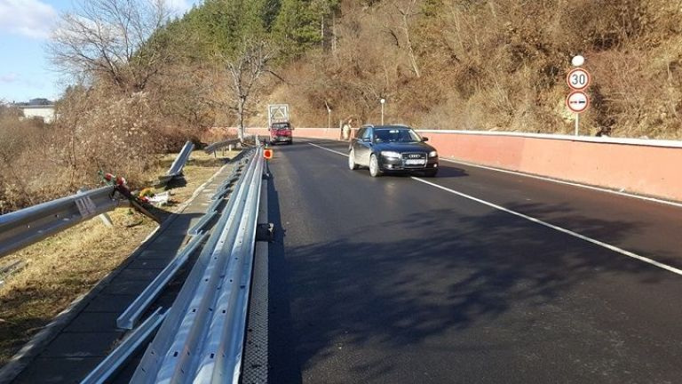 An investigation temporarily closes the road near Svoge