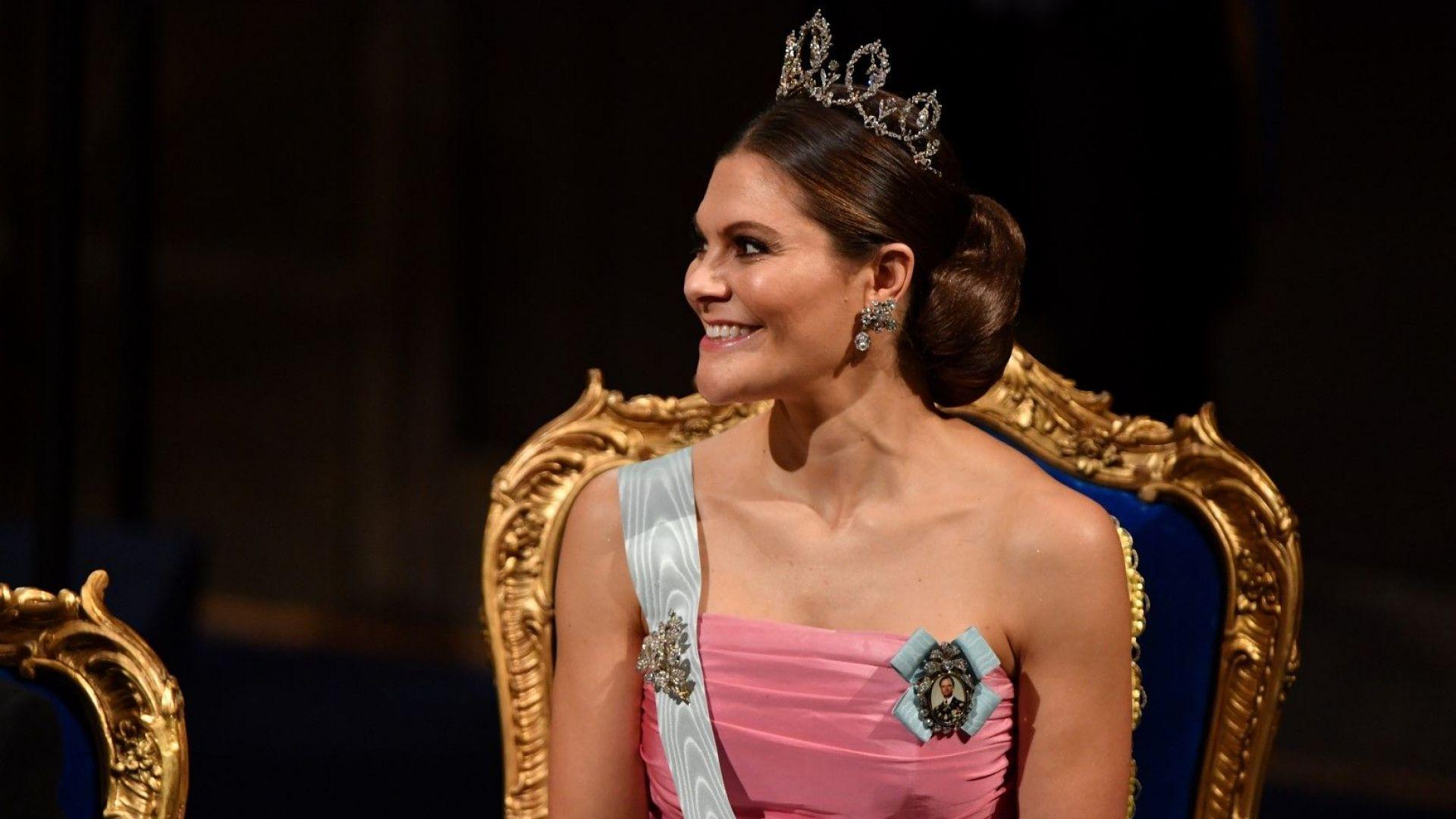 Шведската принцеса Виктория облече рокля на майка си за Нобеловите награди