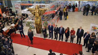 Над 160 издателства от България и света гостуват на Панаира на книгата от днес
