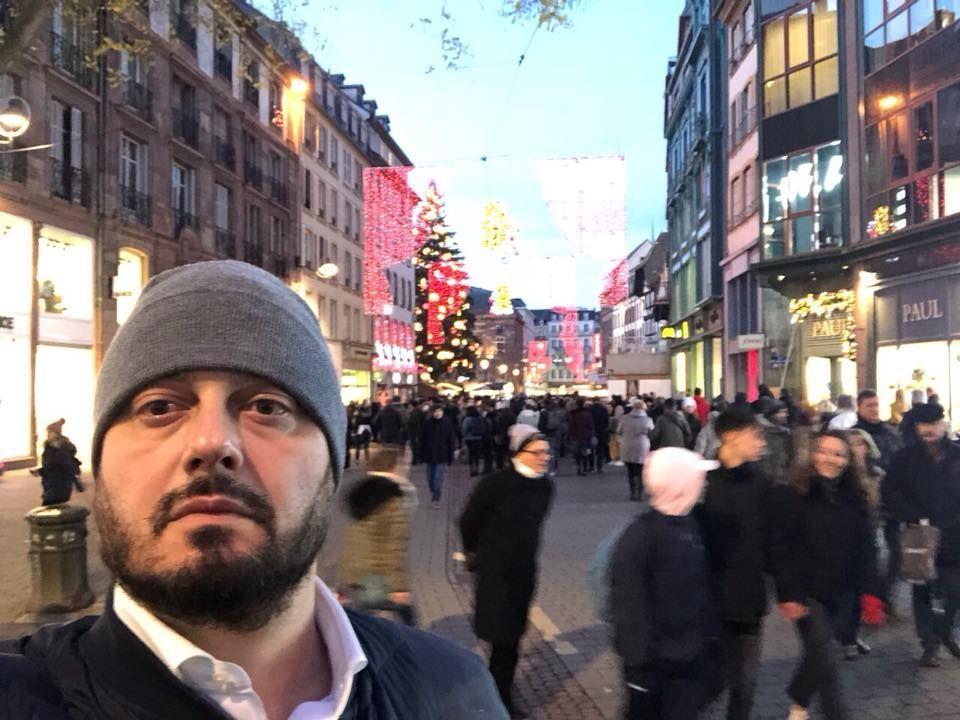Само минути след като бяхме тук в центъра на Страсбург на Коледния базар, избухна стрелба,написа Николай Бареков