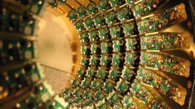 Неочакван играч се намеси в битката за квантовите компютри