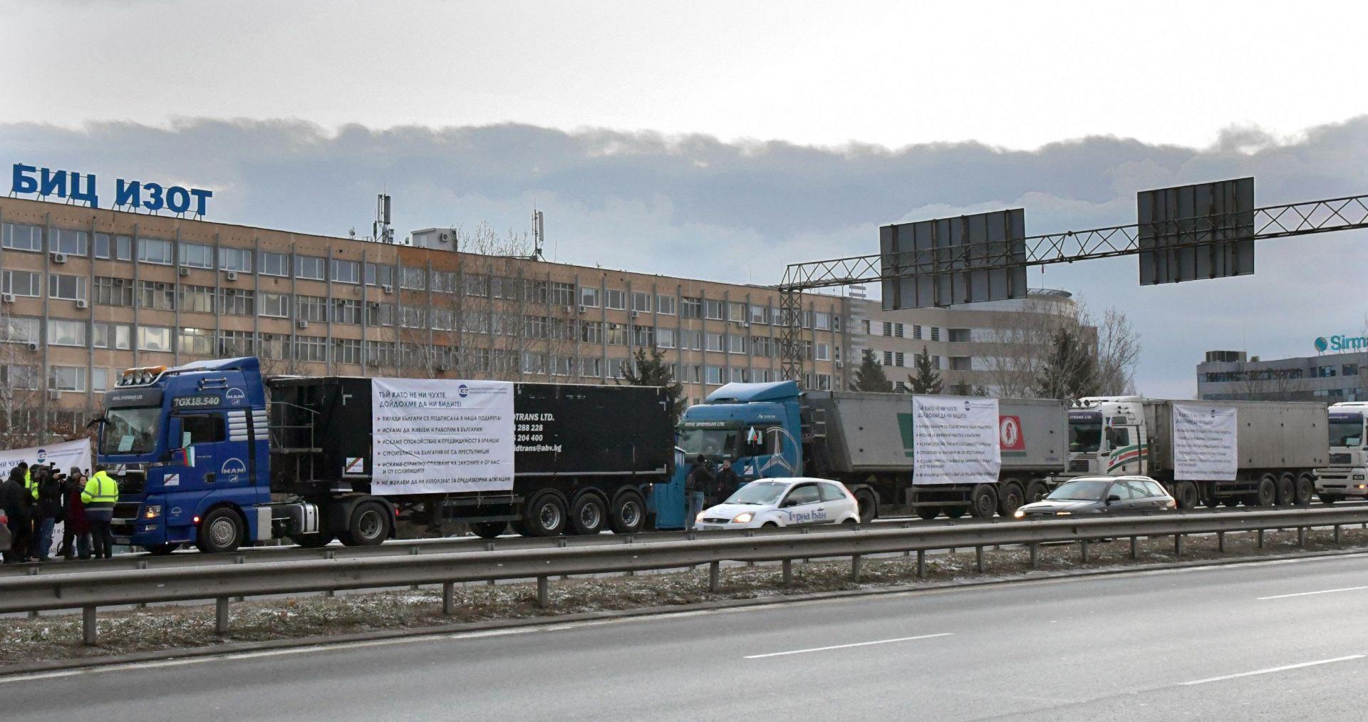 Строителите протестират срещу обвиненията в корупция и некачествена работа