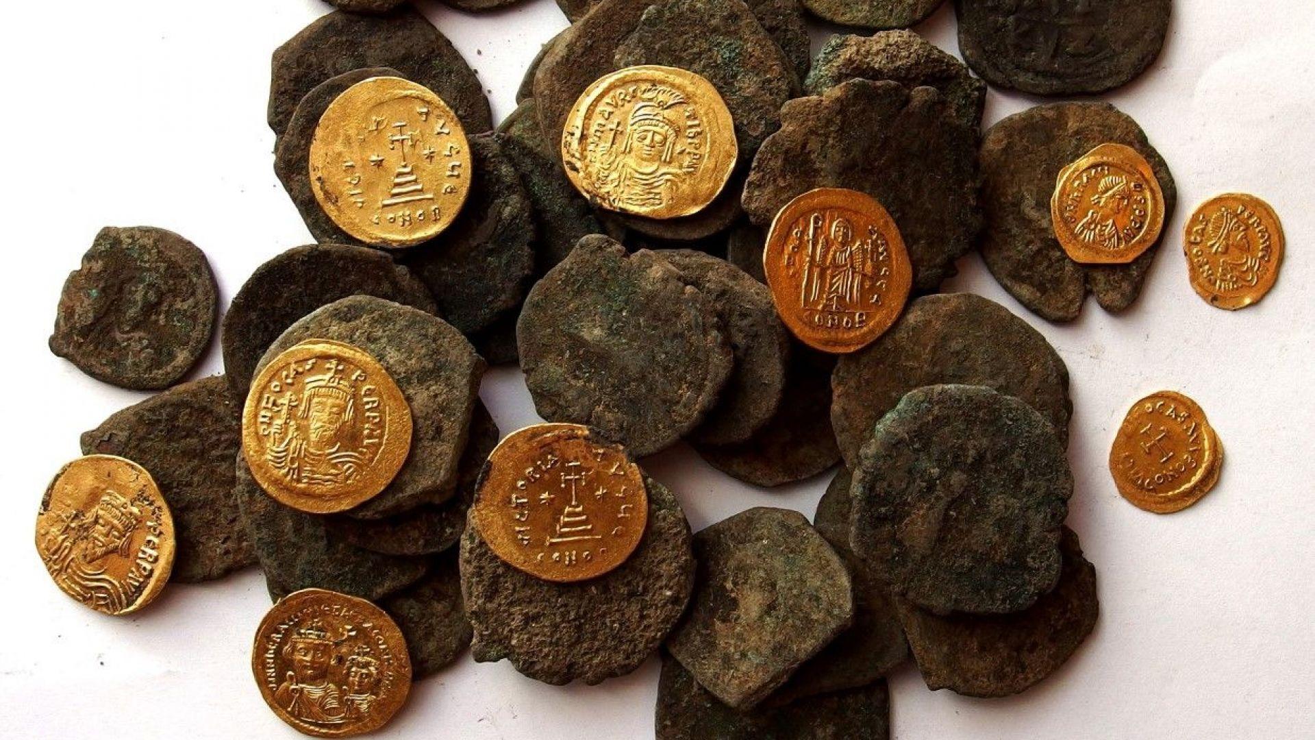 Хрисосотира - бронзови и златни монети от сграда №18
