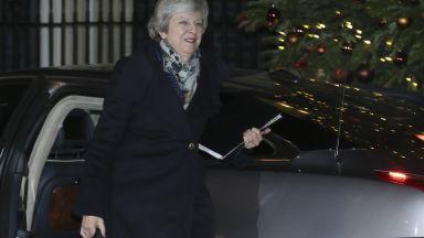 Тереза Мей спечели вота в партията си, ще приключи Брекзит (обновена)