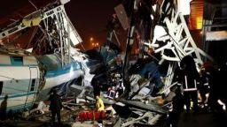 Влак и локомотив се удариха в Анкара, има жертви и десетки ранени (видео)