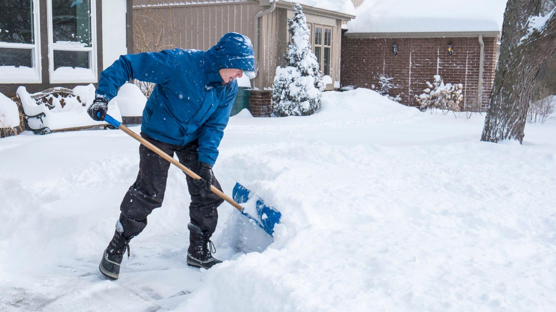 Чистенето на сняг увеличава риска от инфаркти