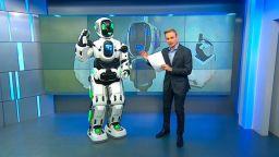 Високотехнологичен руски робот се оказа мъж в костюм