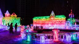 Вижте феерията на ледените скулптури в Харбин (снимки)