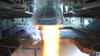 """Запали се двигателят на бъдещата """"лунна"""" ракета на НАСА"""