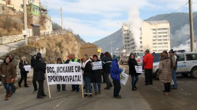 Протест на челеларци затвори пътя Смолян-Пловдив за два часа