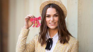 Кийра Найтли получи Ордена на Британската империя, облечена в Chanel
