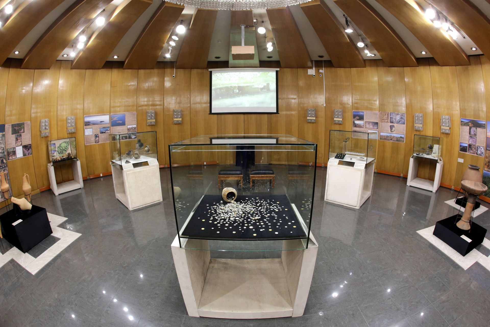 Националният исторически музей представи на специална изложба археологическите си открития през 2018 г. - златни и сребърни съкровища, изящни древни предмети и културни ценности