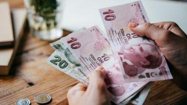 Турската лира поевтиня с 1.5% спрямо долара