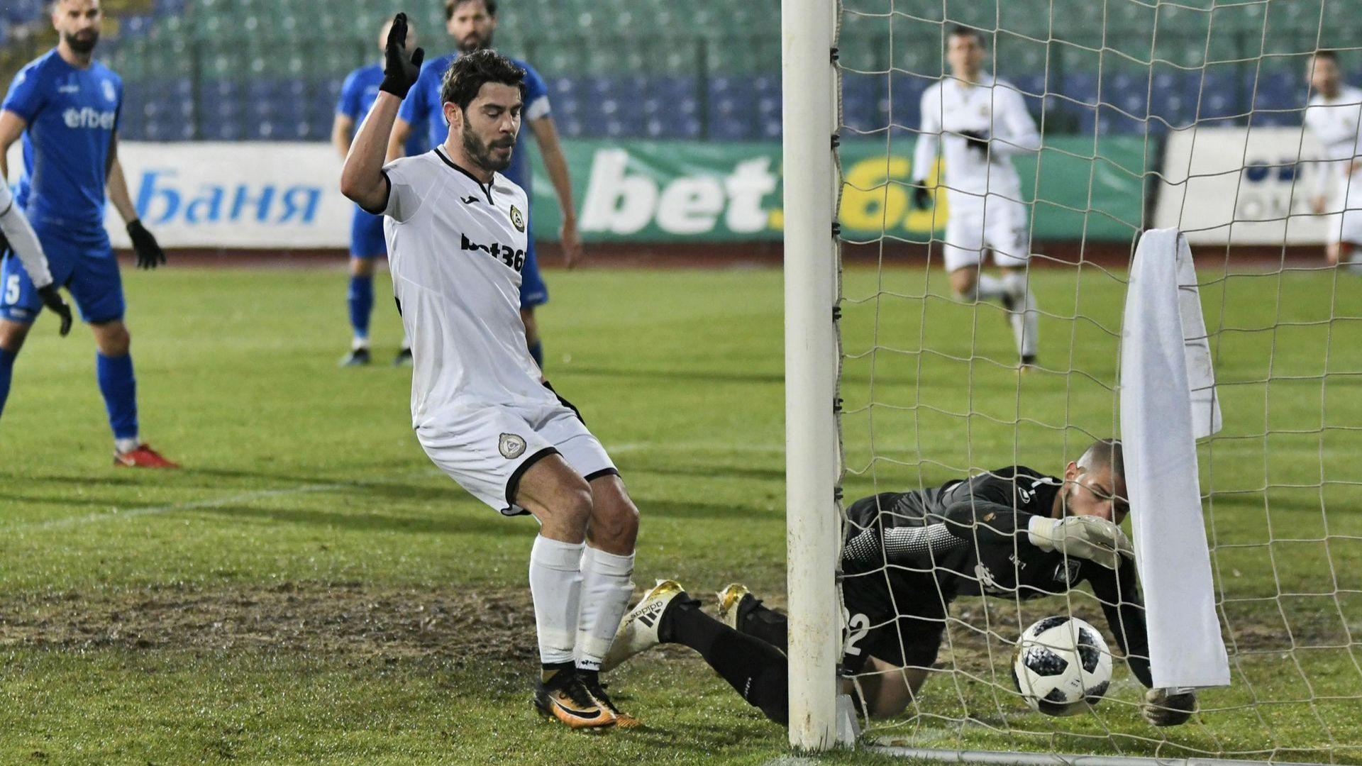 Славия удължи до 32 мача печалната серия на Верея