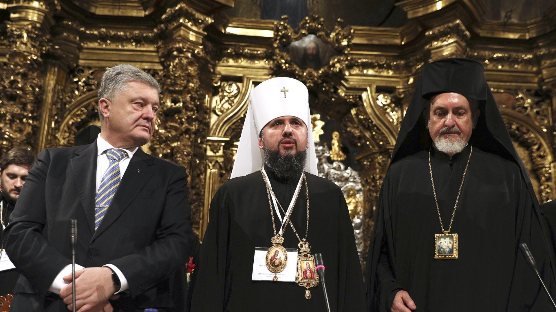 Украйна прие закон, принуждаващ подкрепяната от Русия църква да се преименува