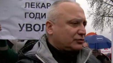Протест в защита на лекар на годината, освободен от болница