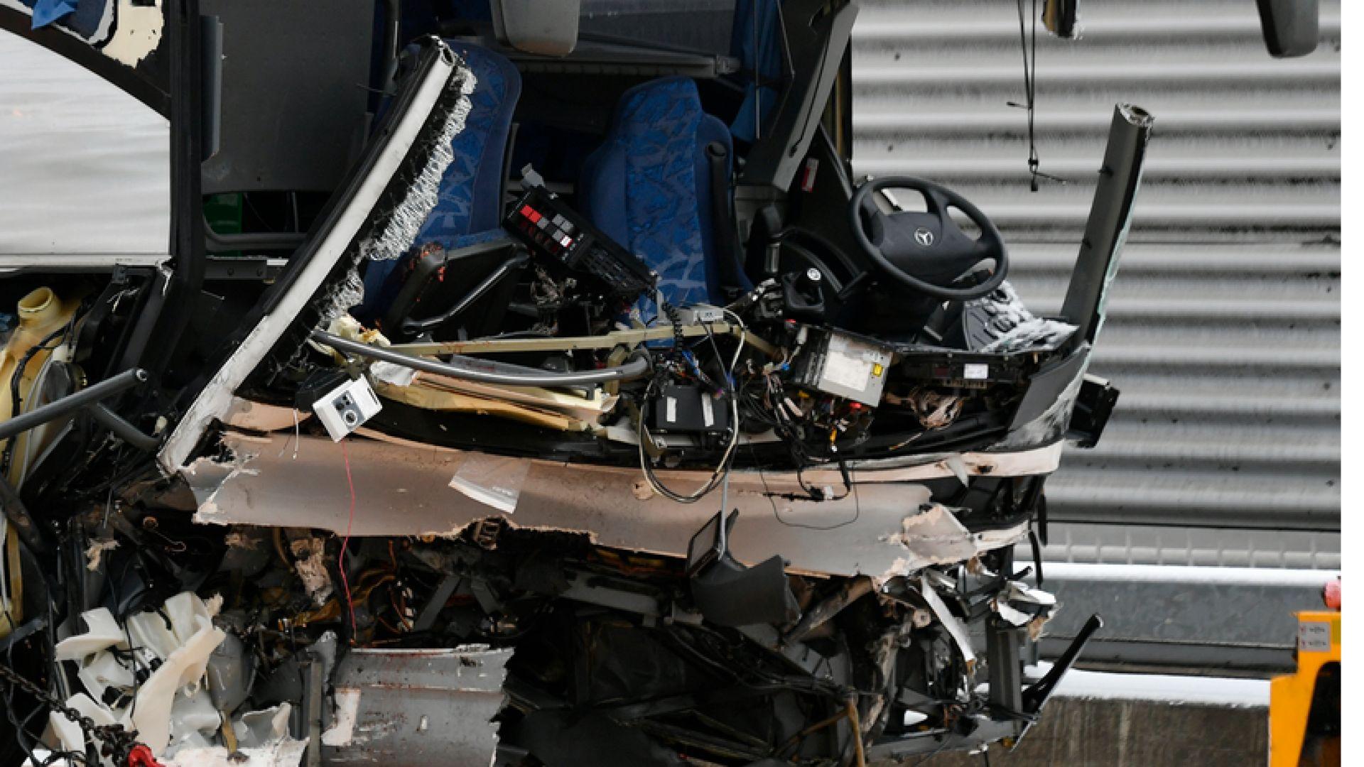 Двама души загубиха живота си, а над 20 бяха ранени
