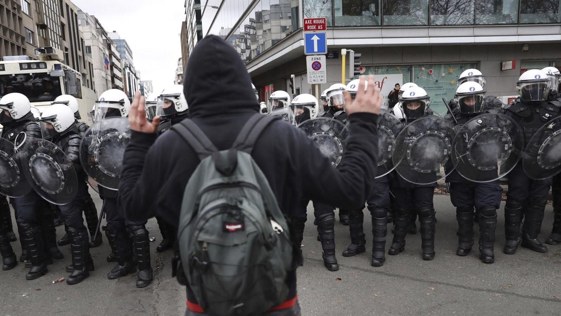 Противници на споразумението за миграция атакуваха ЕК