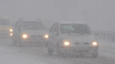 Снегорин се преобърна и затвори пътя Кюстендил – Дупница