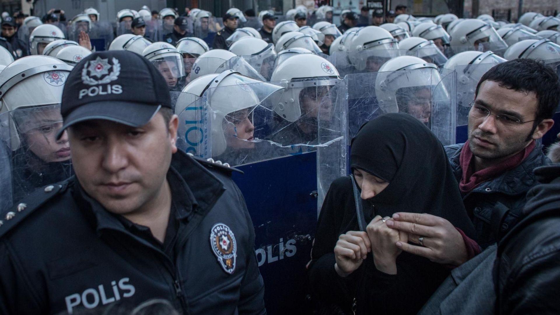 Няколко хиляди души протестираха днес в Диарбекир, в югоизточна Турция,