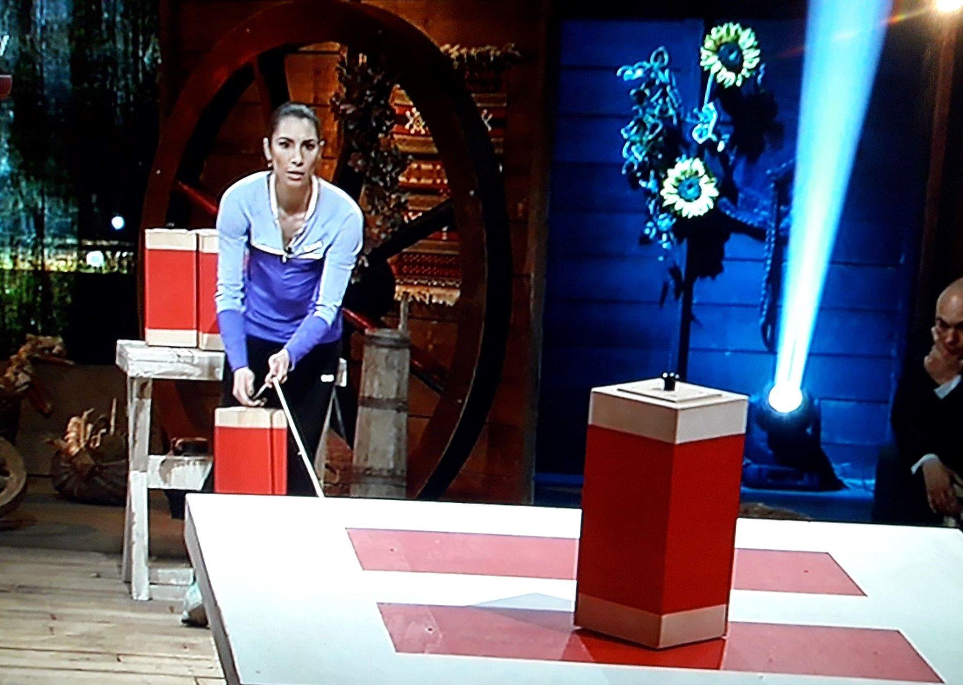 Ваня Стамболова по време на играта с баланса