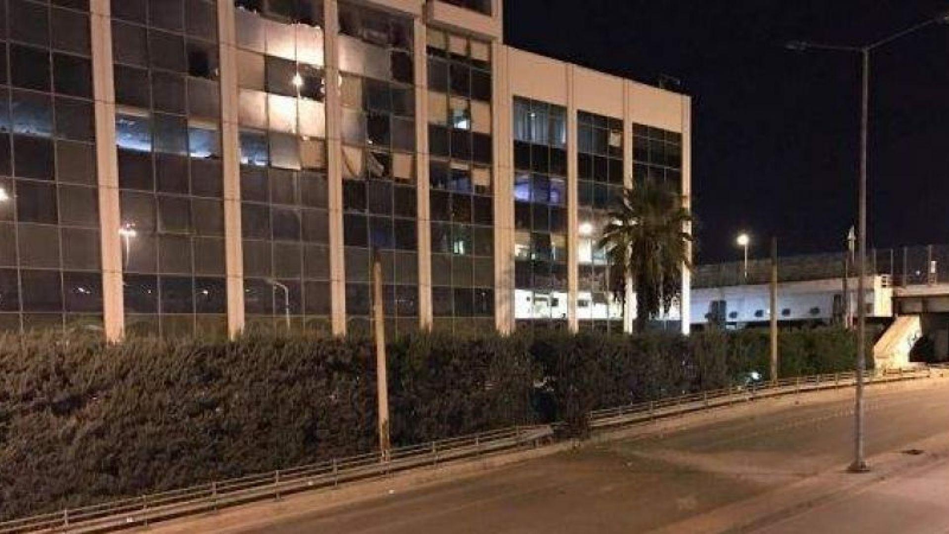 Мощна бомба избухна пред гръцката телевизия Скай