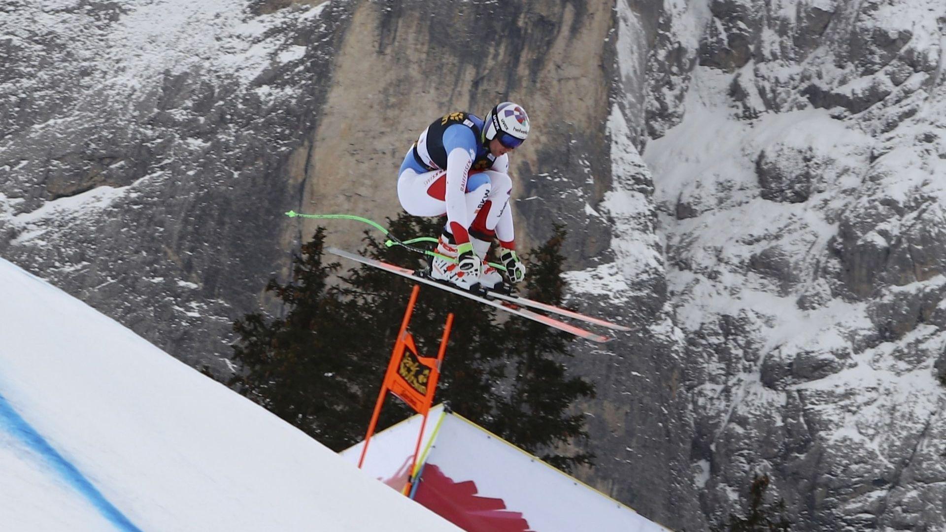 Швейцарски ас в ските остава в интензивно отделение след страховито падане (видео)