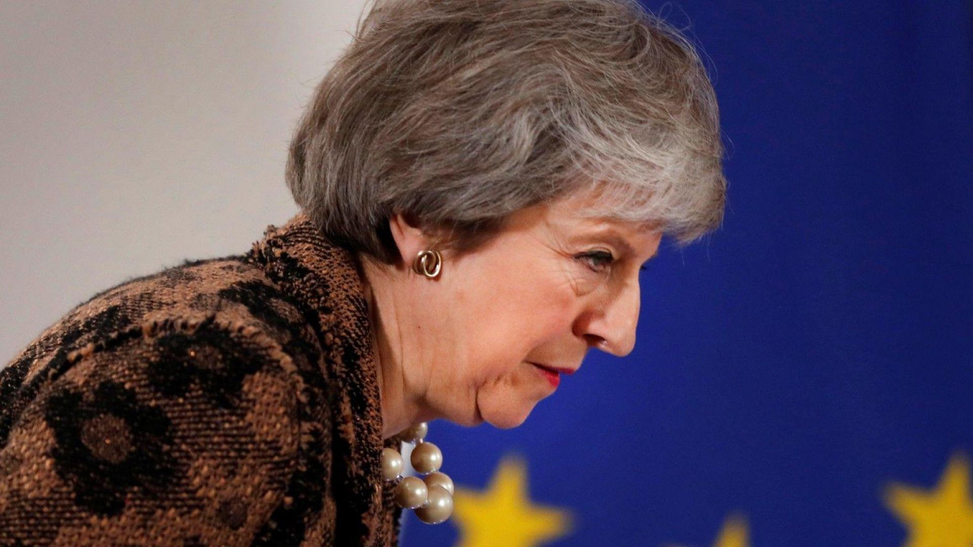 """Тереза Мей свика извънредно заседание за """"твърд Брекзит"""""""