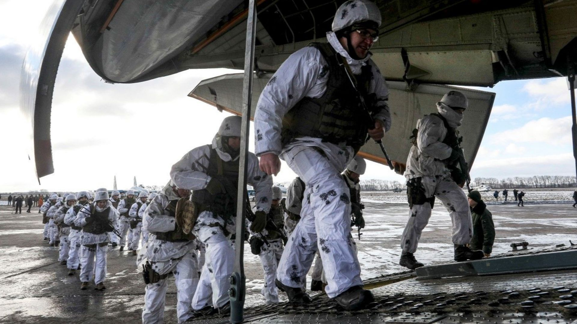Украинският президент Петро Порошенко подготвя провокация на границата с Русия,