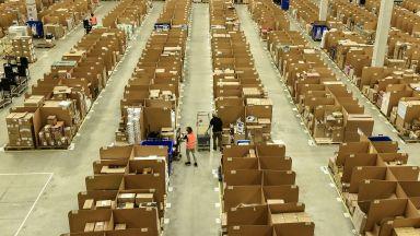 """""""Амазон"""" в Германия стачкува: Ще стигнал ли поръчките за Коледа?"""