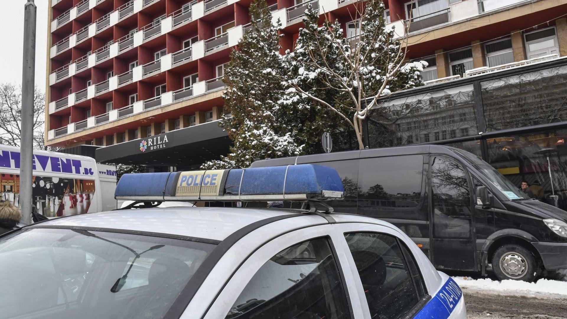 Убитата в хотел жена е била удушена, убиецът е приятелят й (снимки)