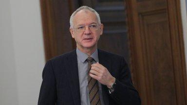 Бизнесът продължава да иска оставката на шефа на НЕК
