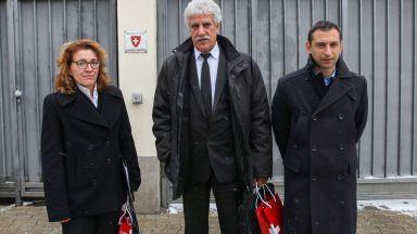 """МЗ ще следи изкъсо кариерата """"Белащица"""", посланикът на Швейцария се срещна с протестиращите"""