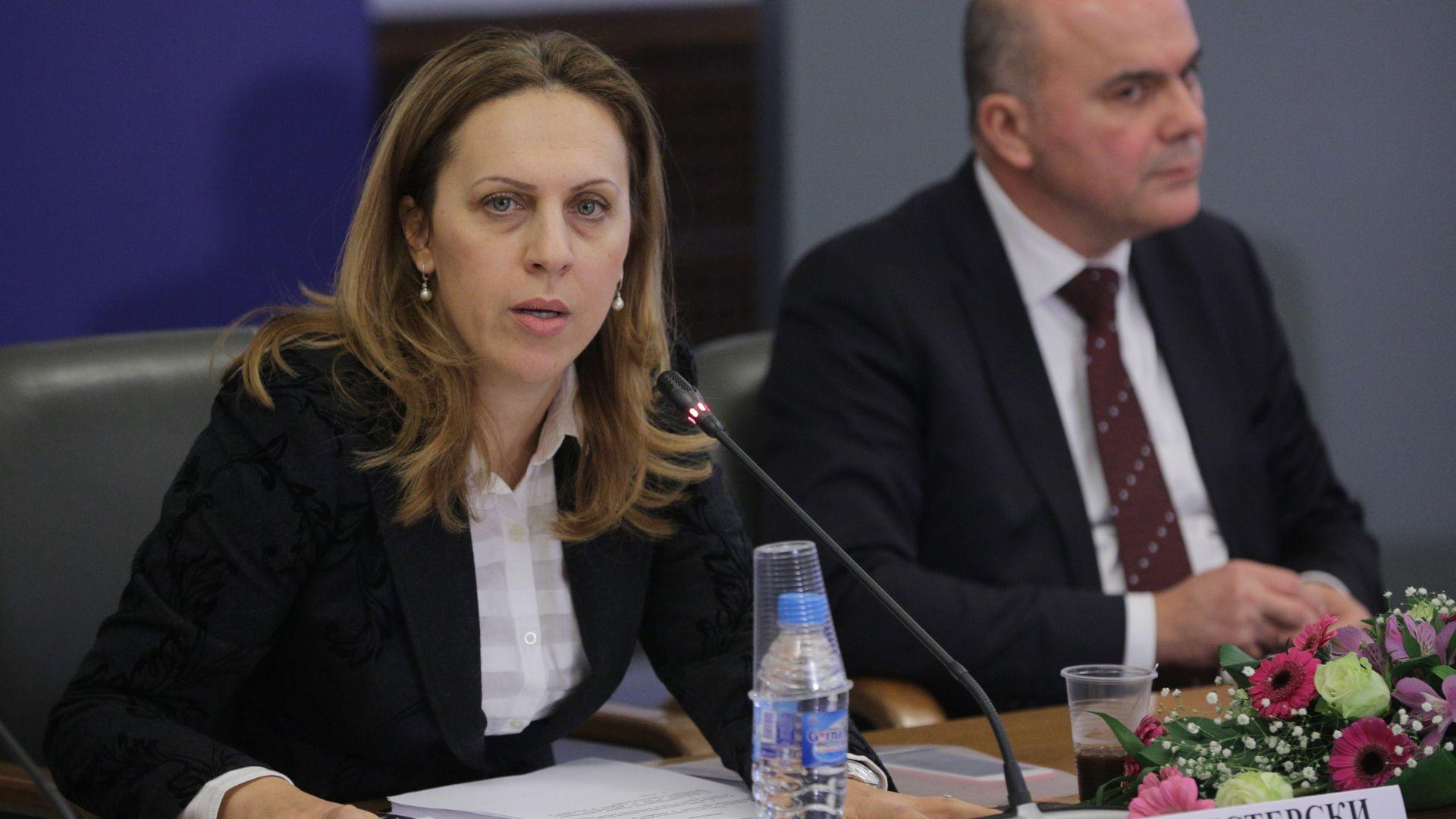 Марияна Николова в Москва: Надявам се скоро да възстановим самолетните полети