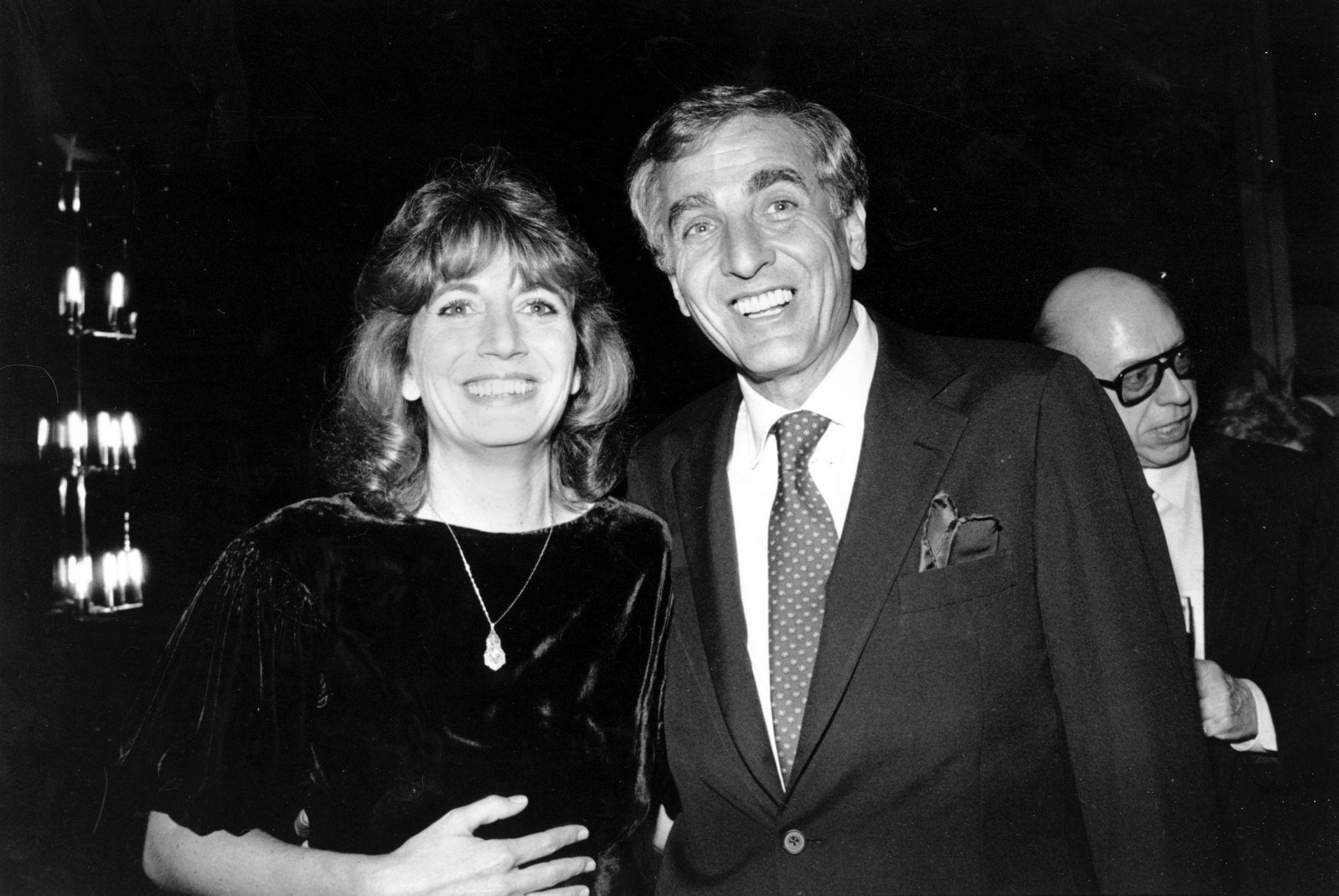 6 декември 1982 г.:  Пени Маршал заедно с брат си продуцент-режисьор Гари Маршал