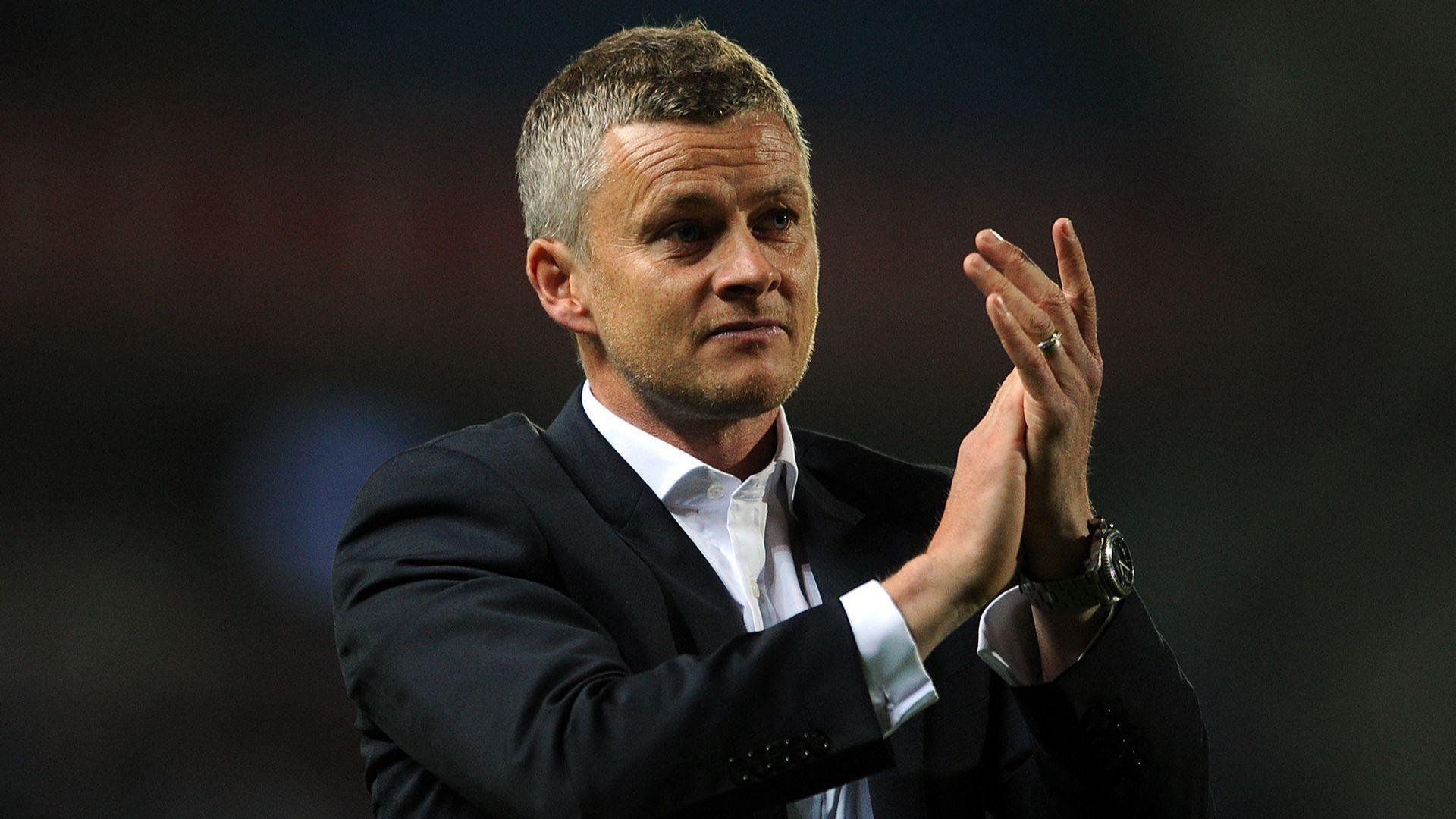 Юнайтед показа на света новия си мениджър без да иска