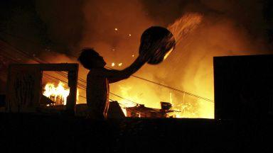 Стотици къщи изгоряха при пожар в бразилски град (снимки и видео)