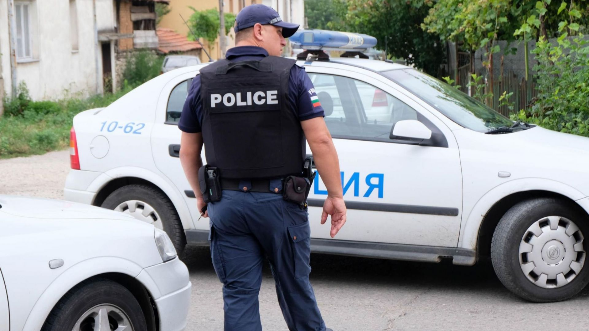 Бургаски арестант нападна полицай с метла и избяга