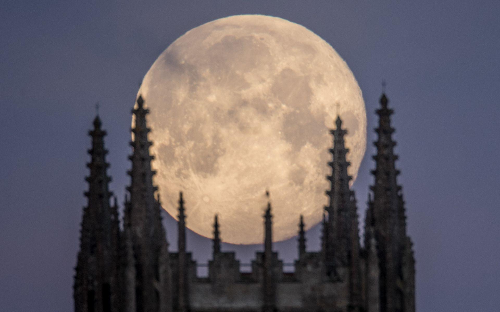 В последния ден на януари наблюдавахме Супер синя кървава луна