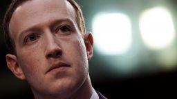 Facebook ще блокира публикации, отричащи Холокоста