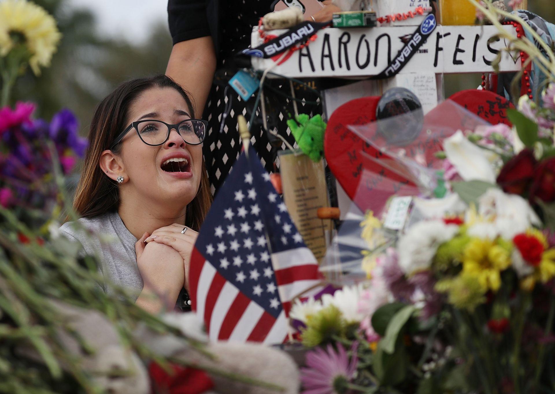 На 14 февруари 19-годишен въоръжен тийнейджър откри стрелба в в колеж в Паркланд, щата Флоридаq и уби 17 души. 11 дни по-късно училището бе отворено