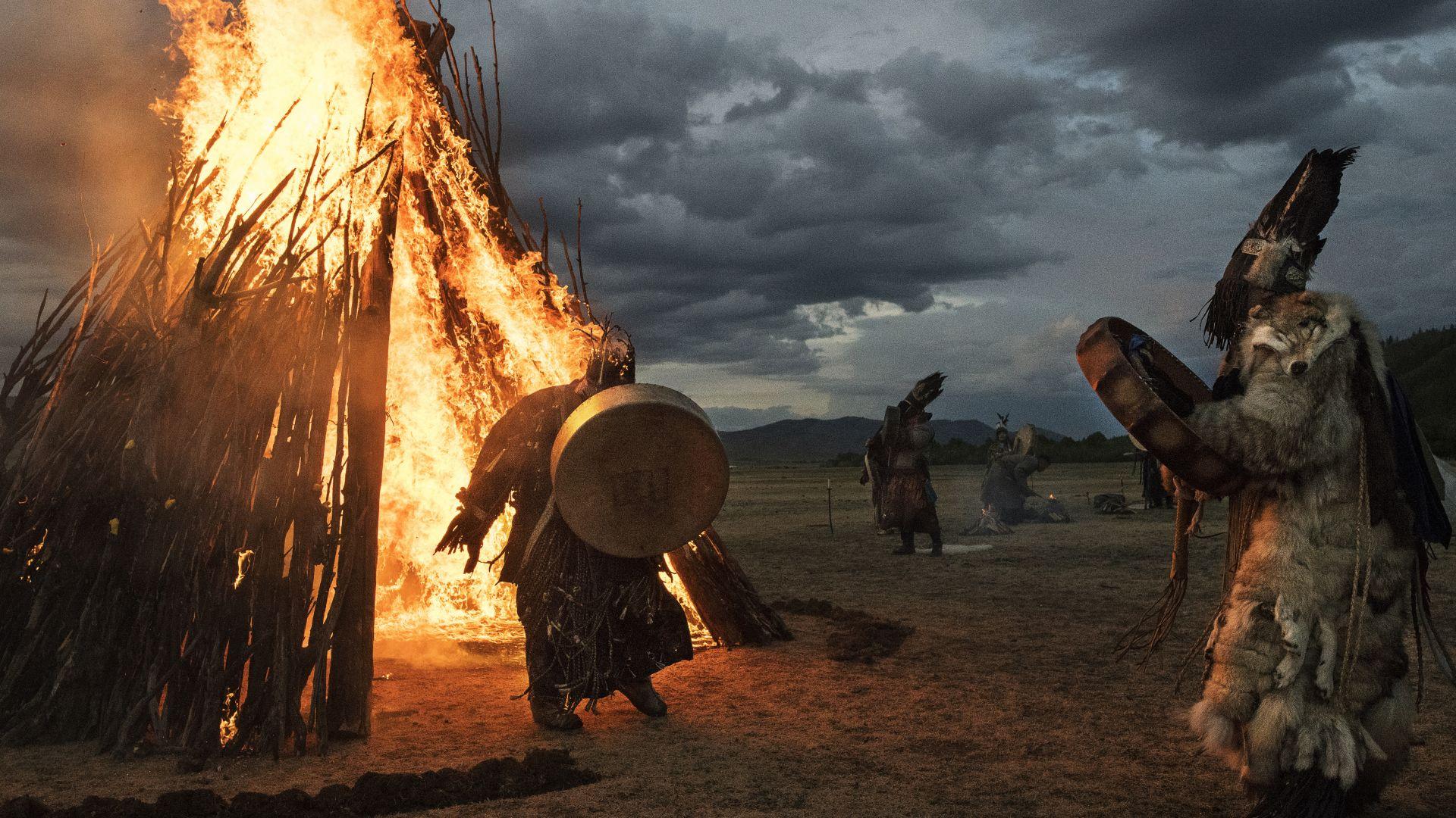 Монголски шаман извършва ритуал край Улан Батор по повод Лятното слънцестоене на 22 юни