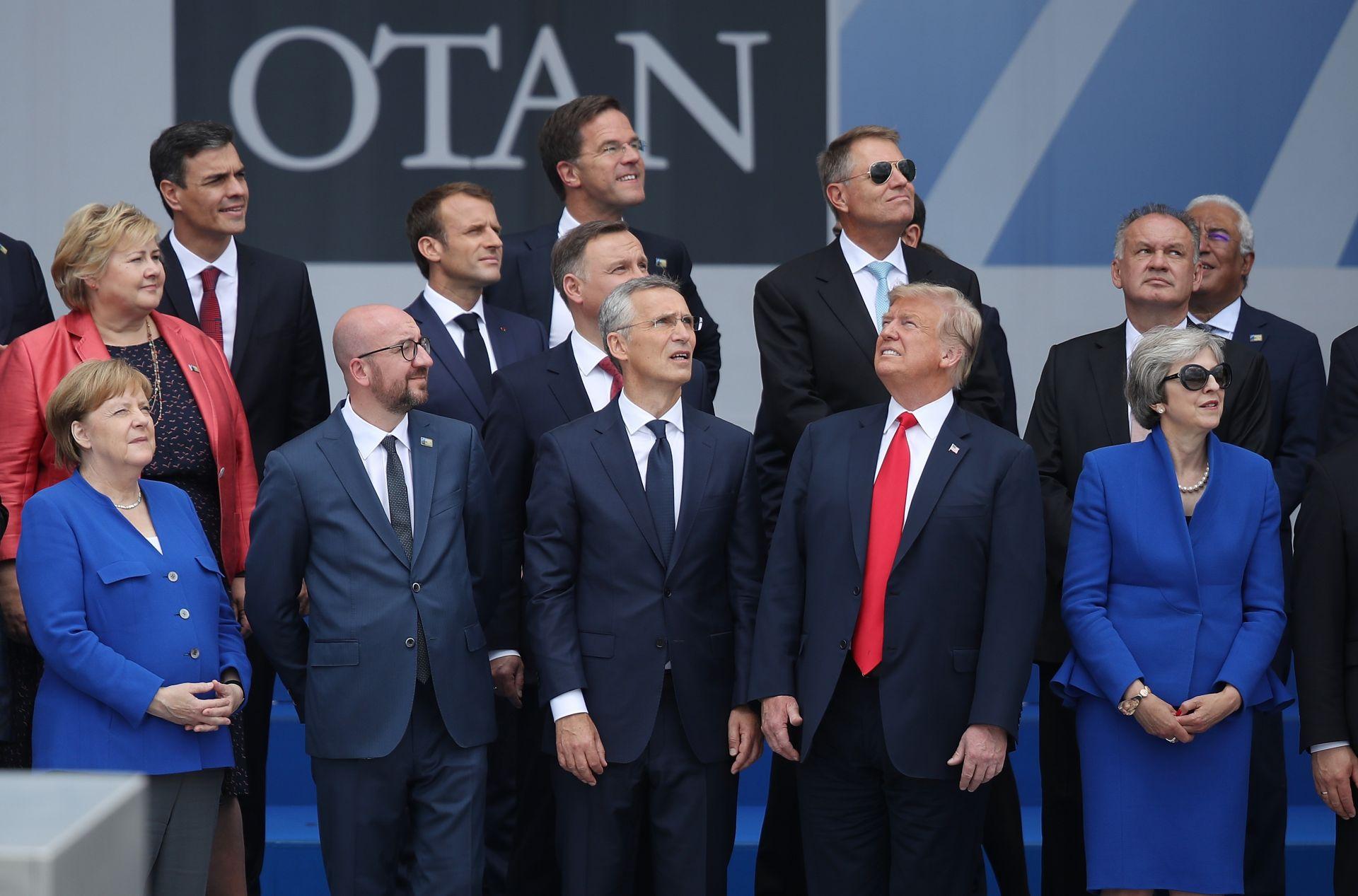 Доналд Тръмп поиска незабавно увеличение на разходите за отбрана на страните от НАТО, което провокираха генералния секретар на Алианса Йенс Столтенберг да свика на 11 юли извънредно среща на върха на НАТО в централата на Алианса в Брюксел