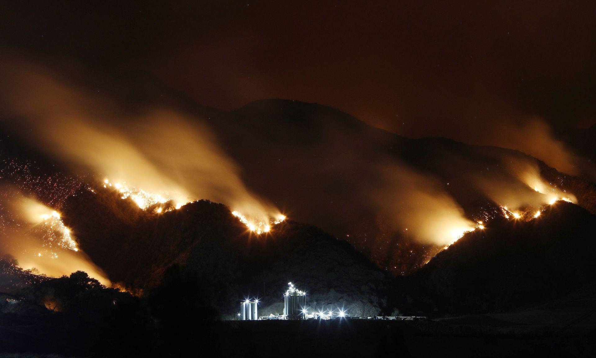 Огненият ад бушува в националния парк Йосемити и планината Сан Якинто до Палм Спрингс