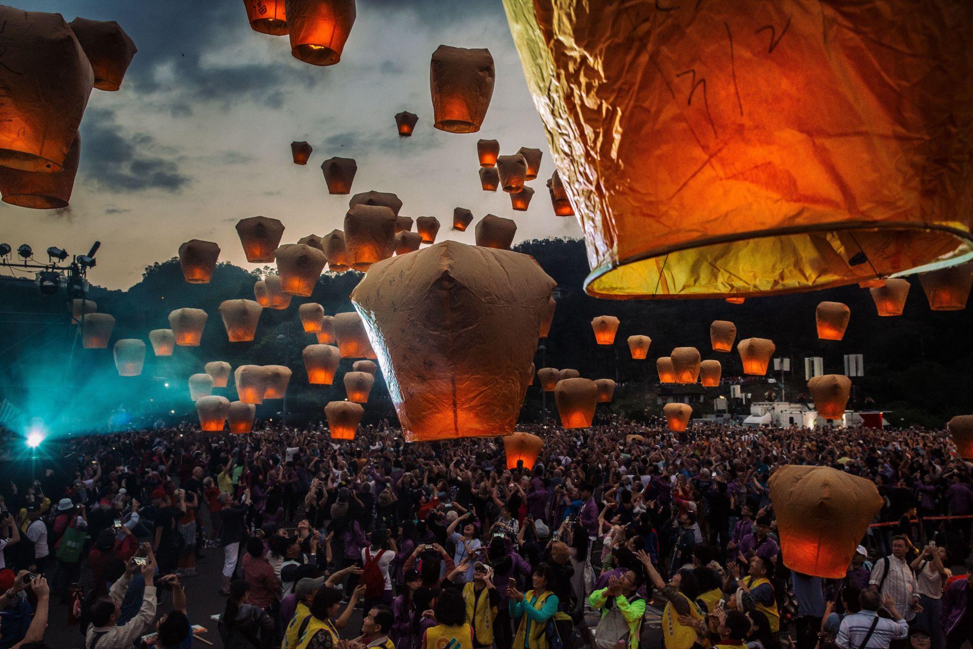 Фестивал на Пингси Скай Фенер в Тайван отбелязва последния ден на Лунната нова година на 2 март