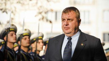 Каракачанов: До края на януари докладът за нови изтребители може да бъде разгледан от МС