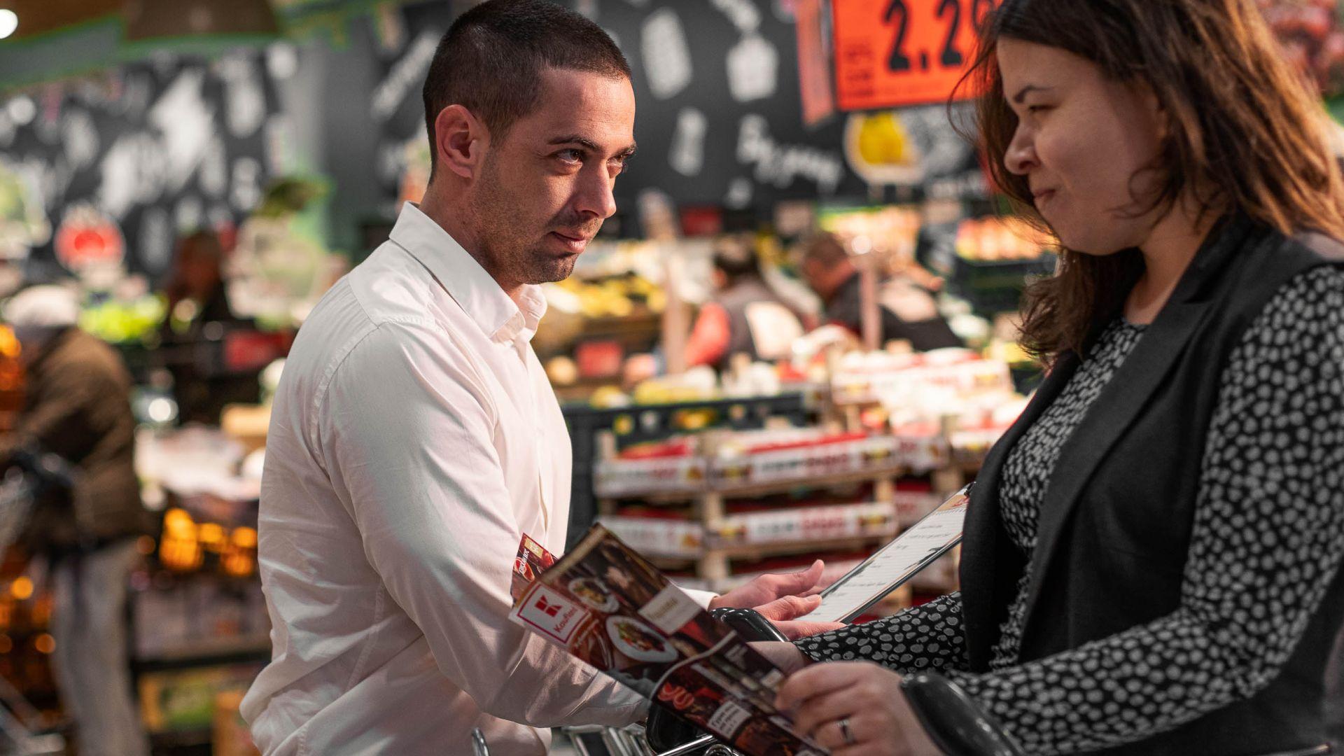 Коледно шопинг предизвикателство: мъже срещу жени. Кой е по-бърз?