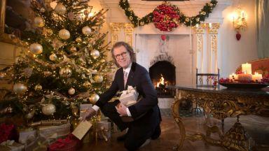 Краля на валса сам купува подаръците за Коледа