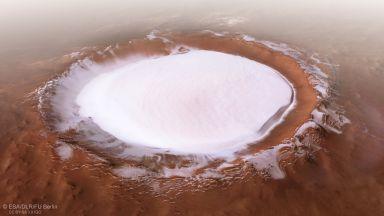 Обясниха езерото от течна вода на Марс