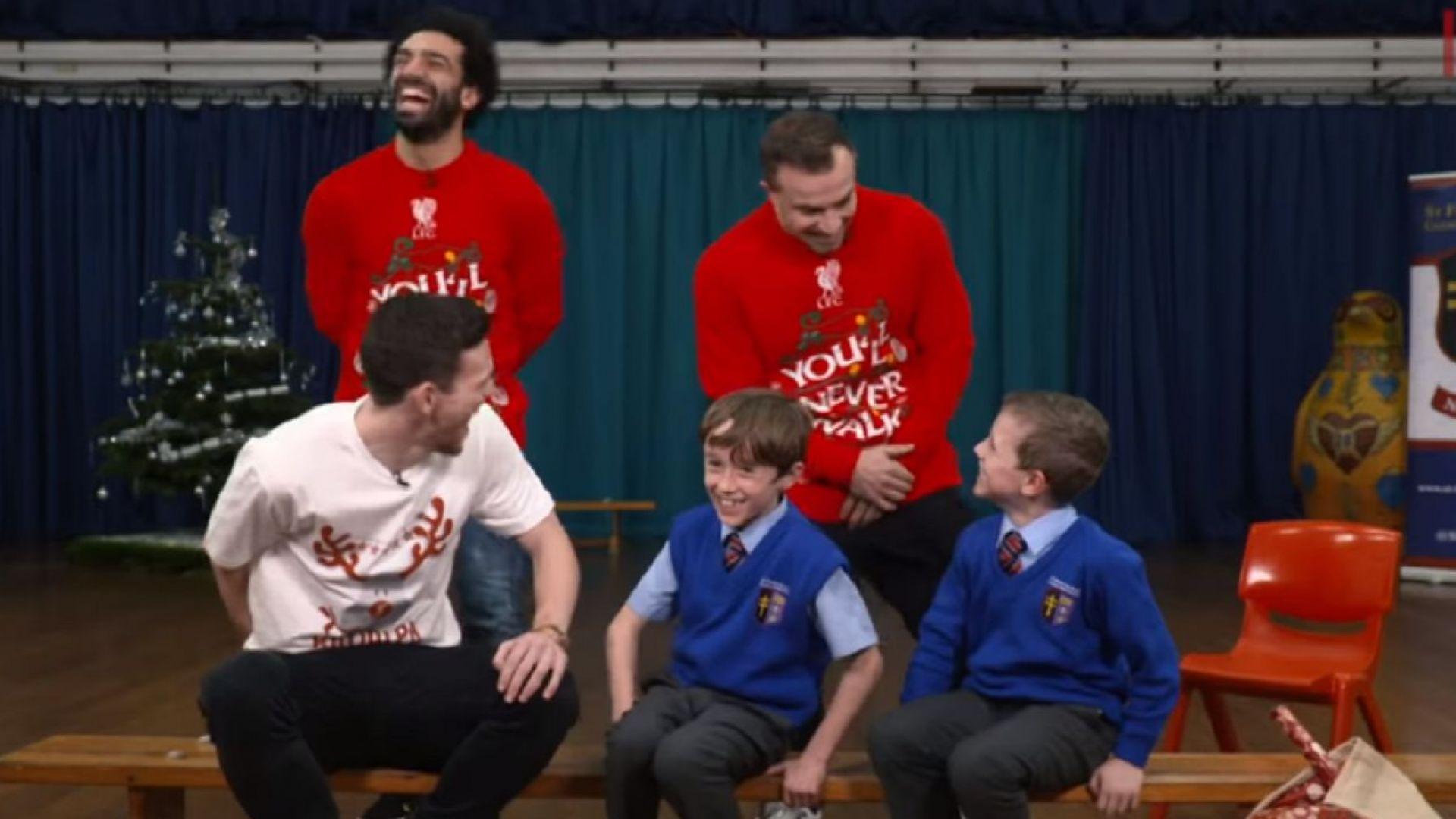 Звезди на Ливърпул с коледни изненади за децата (видео)